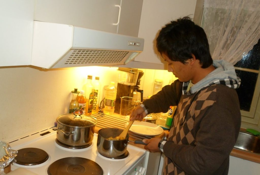 A Nepali preparing food in Norway (Photo dongcinjesus.blogspot)
