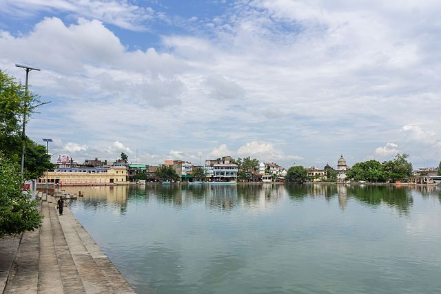 Ganga Sagar, the heart of Janakpur (Photo wikimedia)